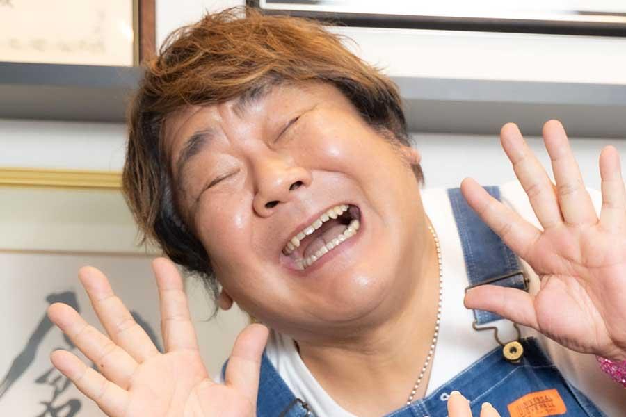 「ホンジャマカ」の石塚英彦【写真:山口比佐夫】