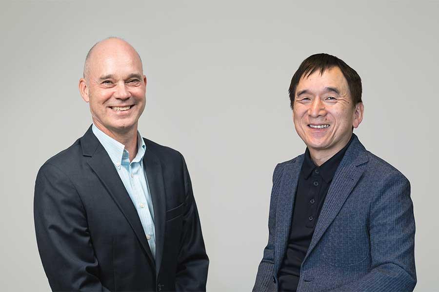 合同会社ユー・エス・ジェイの社長兼CEOのJ.L.ボニエ氏(左)と株式会社ポケモンの代表取締役社長・石原恒和氏