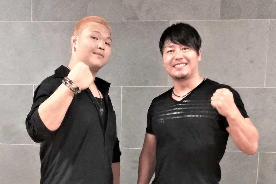 HARASHIMA(右)と吉村直巳のディザスターBOX【写真:柴田惣一】